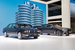 1986 BMW 750iL和BMW M760Li xDrive汽车 库存照片