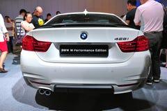 BMW kupé för 4 serie på skärm på BMW världen 2014 Royaltyfri Fotografi