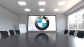 BMW-Logo auf dem Schirm in einem Konferenzzimmer Redaktionelle Wiedergabe 3D stock abbildung