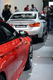 BMW M6第六个系列和BMW第四个系列莫斯科国际汽车沙龙红颜色,金属 图库摄影
