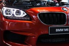 BMW M6 Coupé nel mondo di BMW di Monaco di Baviera Fotografie Stock