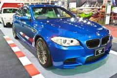 BMW M5 toont bij de internationale autosalon 2013 van tweede Bangkok Stock Foto's