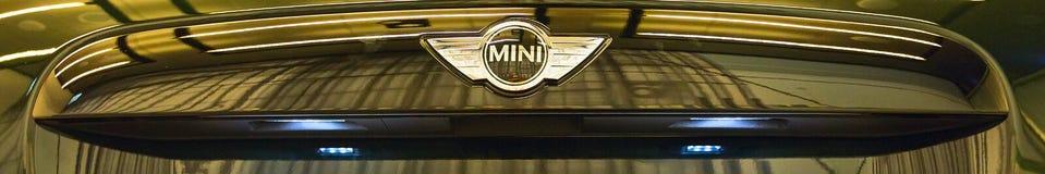 BMW Mini Cooper loga frontowego widoku sztandaru tło Zdjęcia Royalty Free