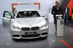 BMW 55od xDrive Kruszcowy kolor Kobiety od BMW drużyny adrenaliny Obraz Royalty Free