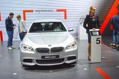 BMW 55od xDrive Kruszcowy kolor Kobiety od BMW zespalają się Moskwa samochodu Międzynarodowego salon Zdjęcie Stock