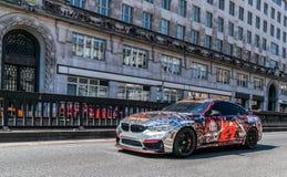 BMW potente M4 sulla strada fotografia stock