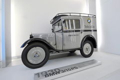 BMW 3/15 PS,在显示的BMW生产的第一辆汽车在BMW博物馆 免版税库存照片