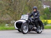 BMW R 51 3 de motocyclette de sidecar de cru de 1954 Photos libres de droits