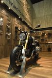 BMW R nineT Scrambler, dziedzictwo motocykl powraca z powrotem legendarny scrambler Lub obrazy royalty free