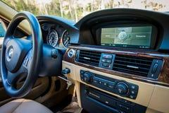 BMW 3 reeksen E90 330i het Fonkelen Grafietdashboardmening bij m Royalty-vrije Stock Afbeeldingen