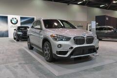 BMW X1 sDrive28i på skärm Arkivbilder
