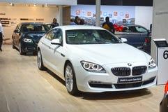 BMW sechs Reihe Gran-Coupé Weiße Farbe Erstklassiger Automobil-Salon-Glanz Moskaus internationaler Lizenzfreie Stockfotos