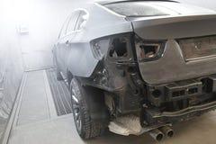 BMW X6跑车在油漆行 免版税库存照片