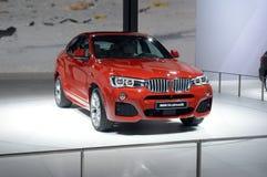 BMW X4 xDrive35i 红颜色 亮光莫斯科国际汽车沙龙 免版税库存图片