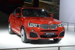 BMW X4 xDrive35i 红颜色 莫斯科国际汽车沙龙 库存照片