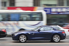 BMW Z在路的跑车,大连,中国 免版税库存照片