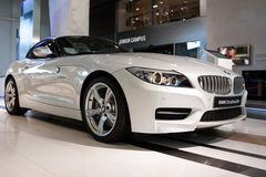BMW Z4 in BMW-Wereld in Monaco Royalty-vrije Stock Foto