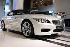 BMW Z4 i BMW världen i Monaco Royaltyfri Foto