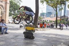 BMX杂技演员 库存图片