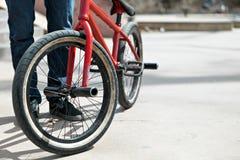 BMX自行车车手 免版税库存图片