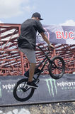 BMX骑自行车的人 免版税库存图片