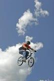 BMX Bremsungs-Radfahrer Hector Restrepo Stockbild