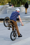 BMX faisant un cycle - récréation et sport Image stock