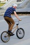 BMX-het Cirkelen - Recreatie en Sport Stock Foto