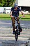 BMX que completa un ciclo - reconstrucción y deporte Fotografía de archivo libre de regalías