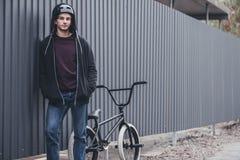 Bmx rowerzysta na ulicie fotografia royalty free