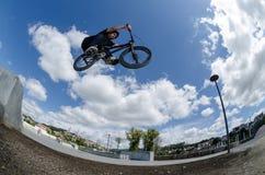 Bmx skok duży lotniczy Fotografia Royalty Free