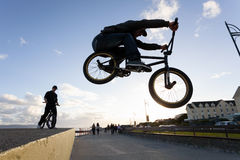 BMX stunts at the street Royalty Free Stock Photos