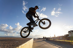 BMX stunts at the street Royalty Free Stock Photography