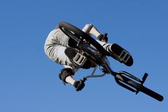 BMX vertical jump Royalty Free Stock Photos