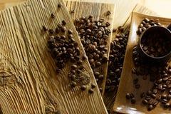 bönor frukosterar ideal isolerad makro för kaffe över white Royaltyfri Bild