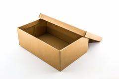 Boîte à chaussures de Brown sur le fond blanc avec le chemin de coupure Image libre de droits