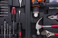 Boîte à outils noire avec des instruments de différence Photos stock