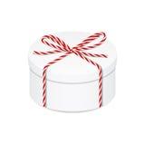 Boîte actuelle avec l'arc rouge de ficelle Photo libre de droits