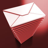 Boîte aux lettres de boîte de réception de message électronique d'expositions d'enveloppes Photo libre de droits