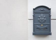 Boîte aux lettres de gris bleu Images libres de droits