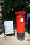 Boîte aux lettres de Royal Mail à Stratford-sur-Avon Images libres de droits