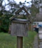 Boîte aux lettres fabriquée à la main de vieux vintage images libres de droits