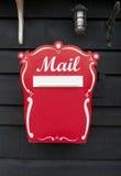 Boîte aux lettres rouge images stock