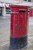Boîte aux lettres rouge Photographie stock libre de droits