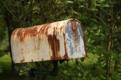 Boîte aux lettres rouillée Photographie stock libre de droits
