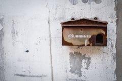 Boîte aux lettres rouillée photo libre de droits