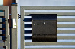 Boîte aux lettres sur la porte Photo libre de droits