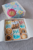 Boîte avec des biscuits Image stock