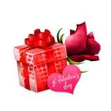 Boîte avec la fleur et la carte cadeaux Le cadeau actuel de rouge aux coeurs avec le grands arc et luxe s'est levé tout près Jour Image stock