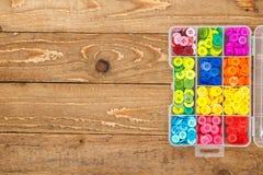 Boîte avec les boutons de couture Images libres de droits